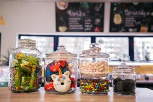 Sladký sortiment v kavárně